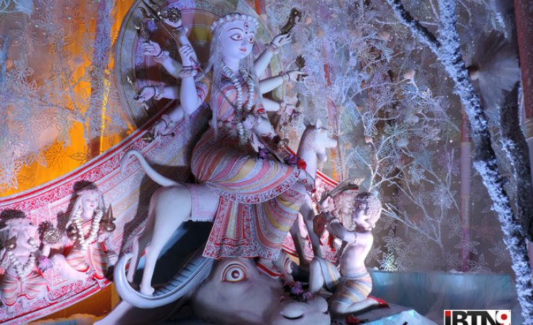 Video: 41 Pally Durgotsav (South Kolkata)