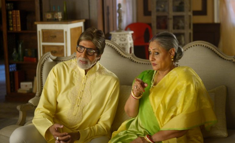 Amitabh and Jaya Bachhan play the perfect Bengali couple